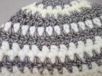 Bonnet gris et blanc