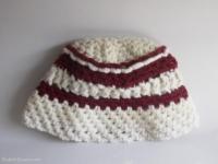 bonnet rouge ecru fait main