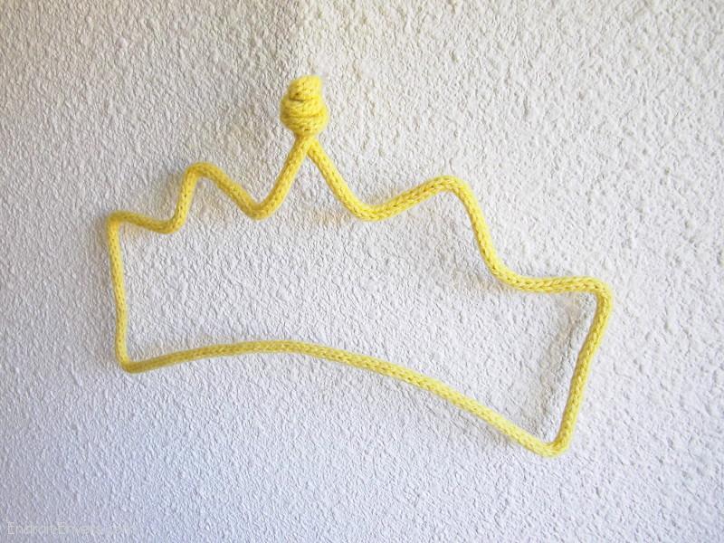 couronne en tricotin d co chambre de princesse objet en laine fait main. Black Bedroom Furniture Sets. Home Design Ideas